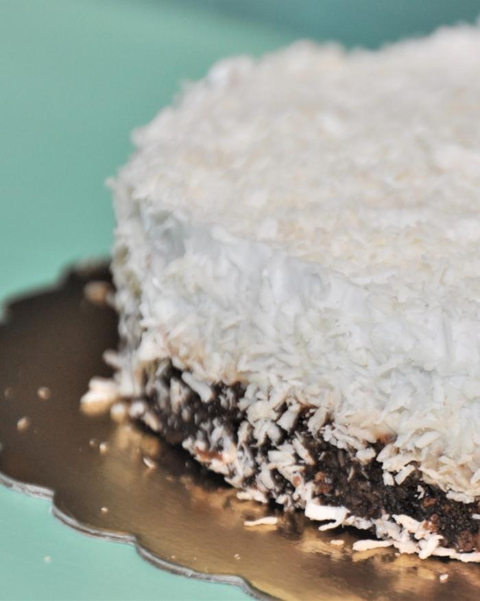 Сурова кокосова торта